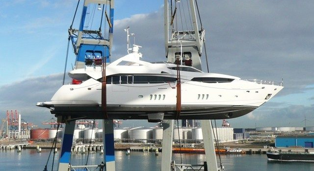 Sunseeker-34-on-twin-floating-cranes-web